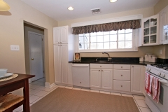 Clean and spacious Kitchen_2